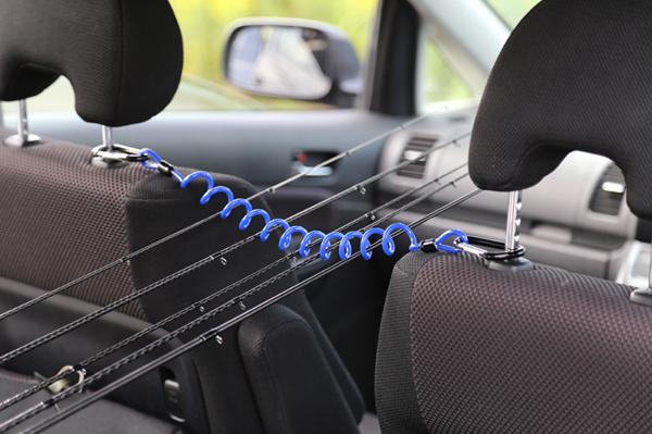 タカ産業のスパイラルロッドホルダー!車のヘッドレストに取り付けられる簡易的ですが、かなり実用的な商品